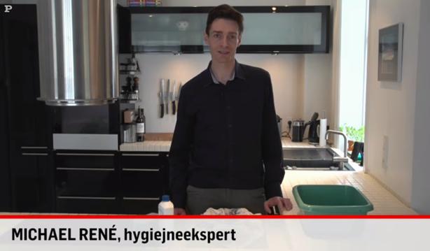 Michael René laver video for Politikens Tv om pletfjerning af rødvin