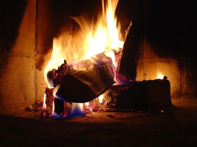 fireplace-1518156-640x480